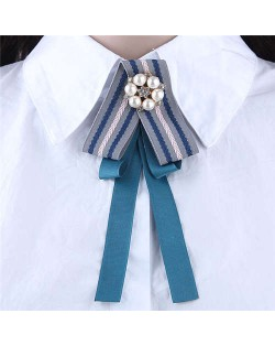 Artificial Pearl Flower Decorated Cloth High Fashion Women Brooch - Blue