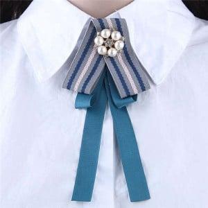 Artificial Pearl Flower Decorated Cloth High Fashion Women Brooch - Blue