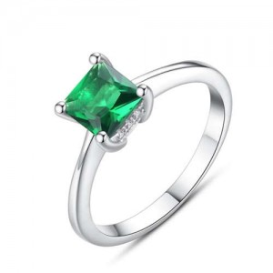 Emerald Inlaid Four Claws Classic Design 925 Sterling Silver Women Ring