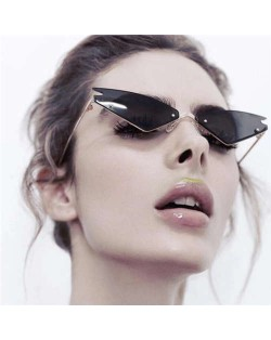 7 Colors Available Triangle Shape Cat Eye Design High Fashion Women Sunglasses