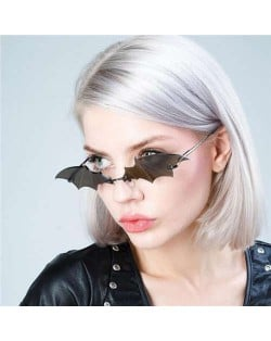 4 Colors Available Bat Shape Frame High Fashion Design Sunglasses