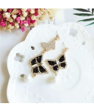 Rhinestone Embellished Vivid Butterflies Asymetric Design Pearl Fashion Women Studs Earrings - Black and White