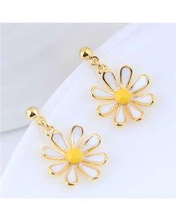 Golden Daisy Dangling Fashion Women Statement Earrings