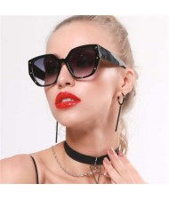 5 Colors Available Rivet Decorated Irregular Frame Unique Fashion Women Sunglasses