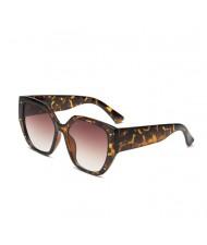 5 Colors Available Rivet Decorated Irregular Frame Unique Fashion Women Sunglasses