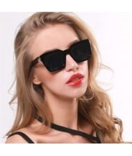 5 Colors Available Golden Arrow Decoration Vintage Frame Women Cool Fashion Sunglasses