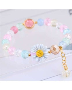 Daisy Decorated Resin Beads High Fashion Women Costume Bracelet - Multicolor