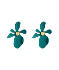 Golden Stamen Artistic Flower Design High Fashion Women Costume Earrings - Green