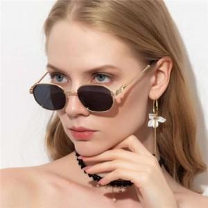 Classic Design Frame Gradient Lens High Fashion Women/ Men Sunglasses