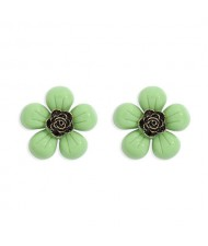 Vintage Style Contrast Colors Tiny Flower Design Women Resin Earrings - Green
