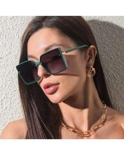 Rivet Decorated Vintage Large Square Frame High Fashion Women Sunglasses