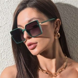 Rivet Decorated Vintage Large Square Frame High Fashion Women Sunglasses