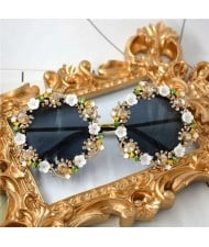 Rhinestone Inlaid Flowers Rimmed Vintage Fashion Women Sunglasses