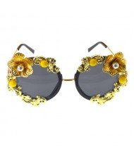 Vintage Golden Flower Decorated High Fashion Women Sunglasses
