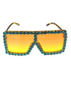 Glistening Rhinestone Rimmed Star Fashion Women Sunglasses - Green