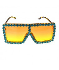 Glistening Rhinestone Rimmed Star Fashion Women Sunglasses - Yellow
