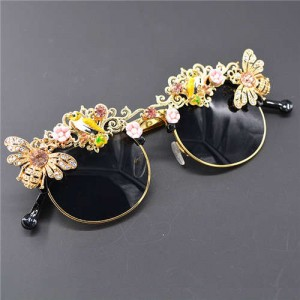 Bees and Flowers Decorated High Fashion Women Sunglasses
