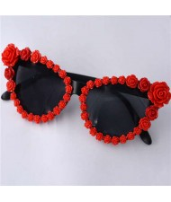 Roses Rimmed Romantic Fashion Women Beach Style Sunglasses - Red
