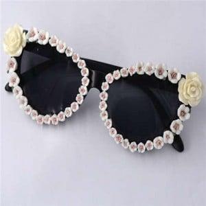 Roses Rimmed Romantic Fashion Women Beach Style Sunglasses - White