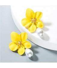 Artificial Pearl Bead Tassel Alloy Women Stud Earrings - Yellow