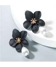 Artificial Pearl Bead Tassel Alloy Women Stud Earrings - Black