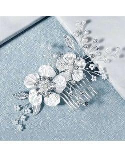 Elegant White Flowers Wedding Bridal Hair Comb/ Accessory