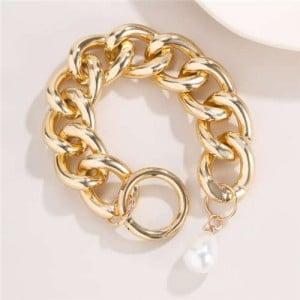 Pearl Decorated Baroque Design Vintage Hollow Chain Alloy Costume Bracelet - Golden