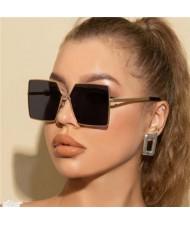 Wholesale Big Alloy Golden Frame U.S. Fashion Women/ Men Sunglasses - Black