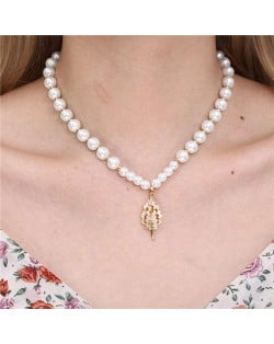 Fashion Jewelry Wholesale Golden Beads Decorated Leaf Pendant Elegant Pearl Necklace