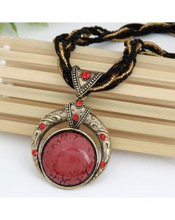 Vintage Bohemian Engraving Pattern Round Gem Inlaid Pendant Necklace - Red