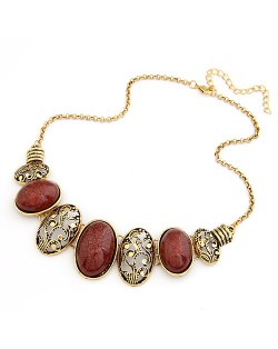 Vintage Oval Shape Hollow-out and Gem Pendants Necklace - Red