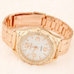 Simple Fashion Face Style Golden Wrist Watch