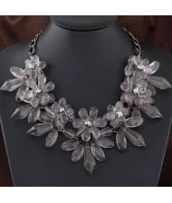 Western Fashion Crystal Flowers Cluster Design Acrylic Costume Necklace - Gray
