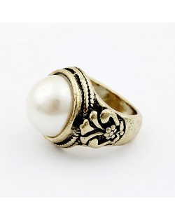 Vintage Pearl and Leaves Design Ring
