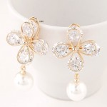 Three-dimensional Clover with Dangling Pearl Design Earrings
