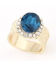Rhinestones Rimmed Luxurious Round Gem Fashion Ring - Blue