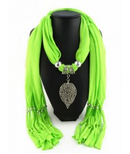 Refined Hollow Leaf Pendant Fashion Scarf Necklace - Grass